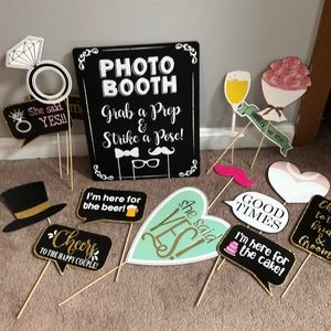 PHOTO BOOTH SIGN AND PROPS